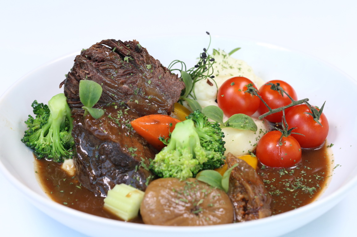 รูปภาพของ Slow-Braised Beef Cheek with Dried Fruit